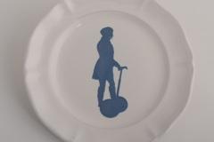 Elvira-Keller-collezione-En-Tout-Cas-piatto-Segway-blu