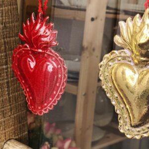 Elvira Keller Ex Voto Cuori ceramica rosso oro vetrina